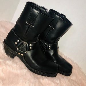 Frye black leather pull on harness boots